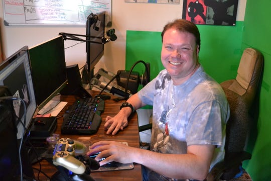 Kevin Tarter is the producer and host of DC Film Talk, a web-based talk show on Twitch.com.