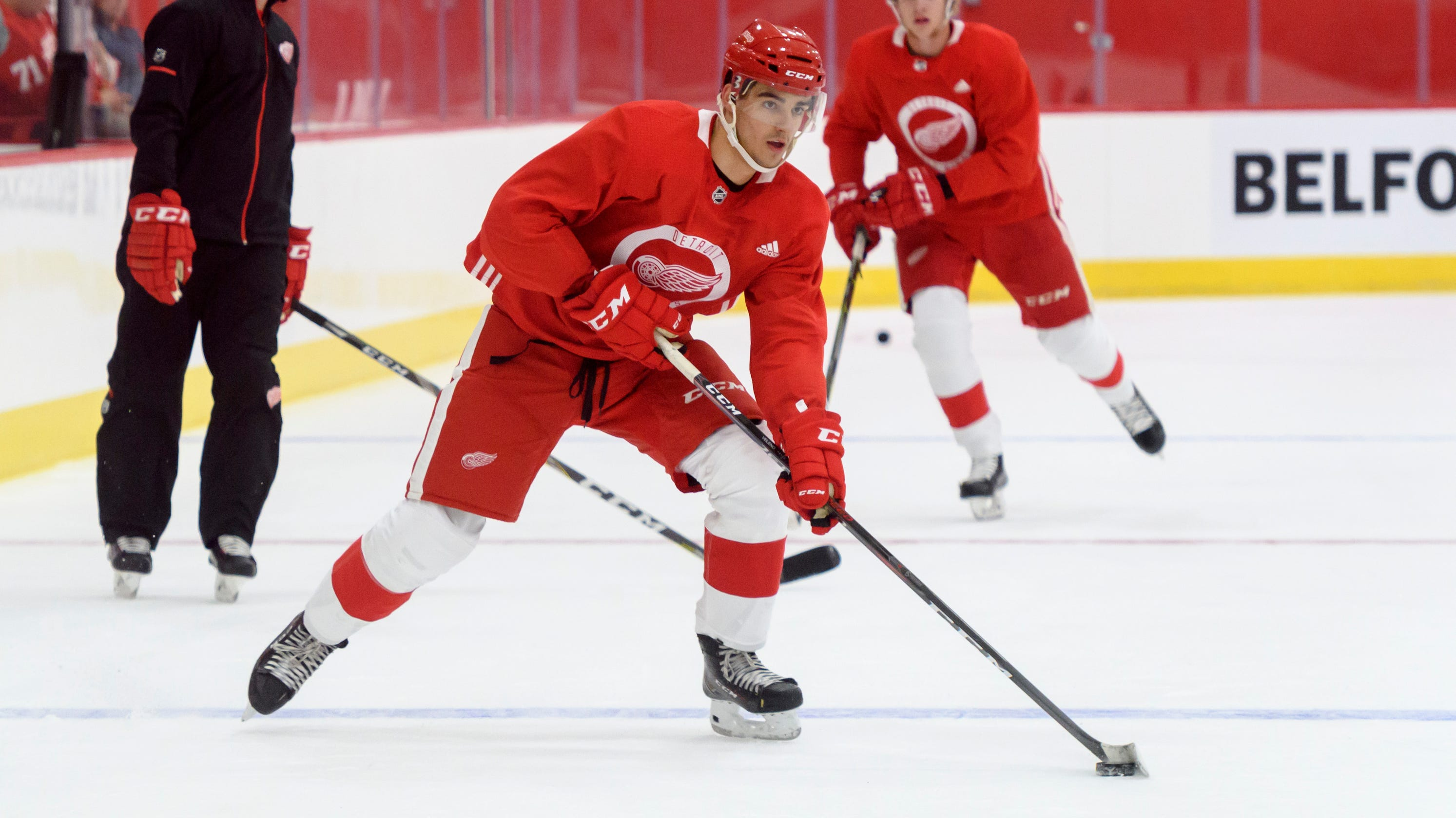 save off 8b519 7e53f Red Wings sign first-rounder Joe Veleno after big offensive season