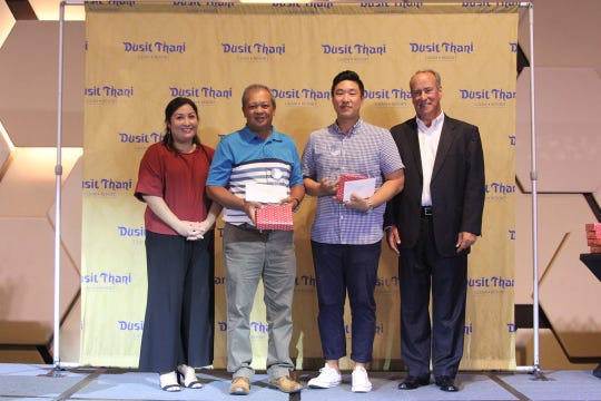 Joseph Orpilla, second from left, and Jason Joo, third from left, take the top spot for men in the 2019 Dusit Smiles Golf Championship, April 26.