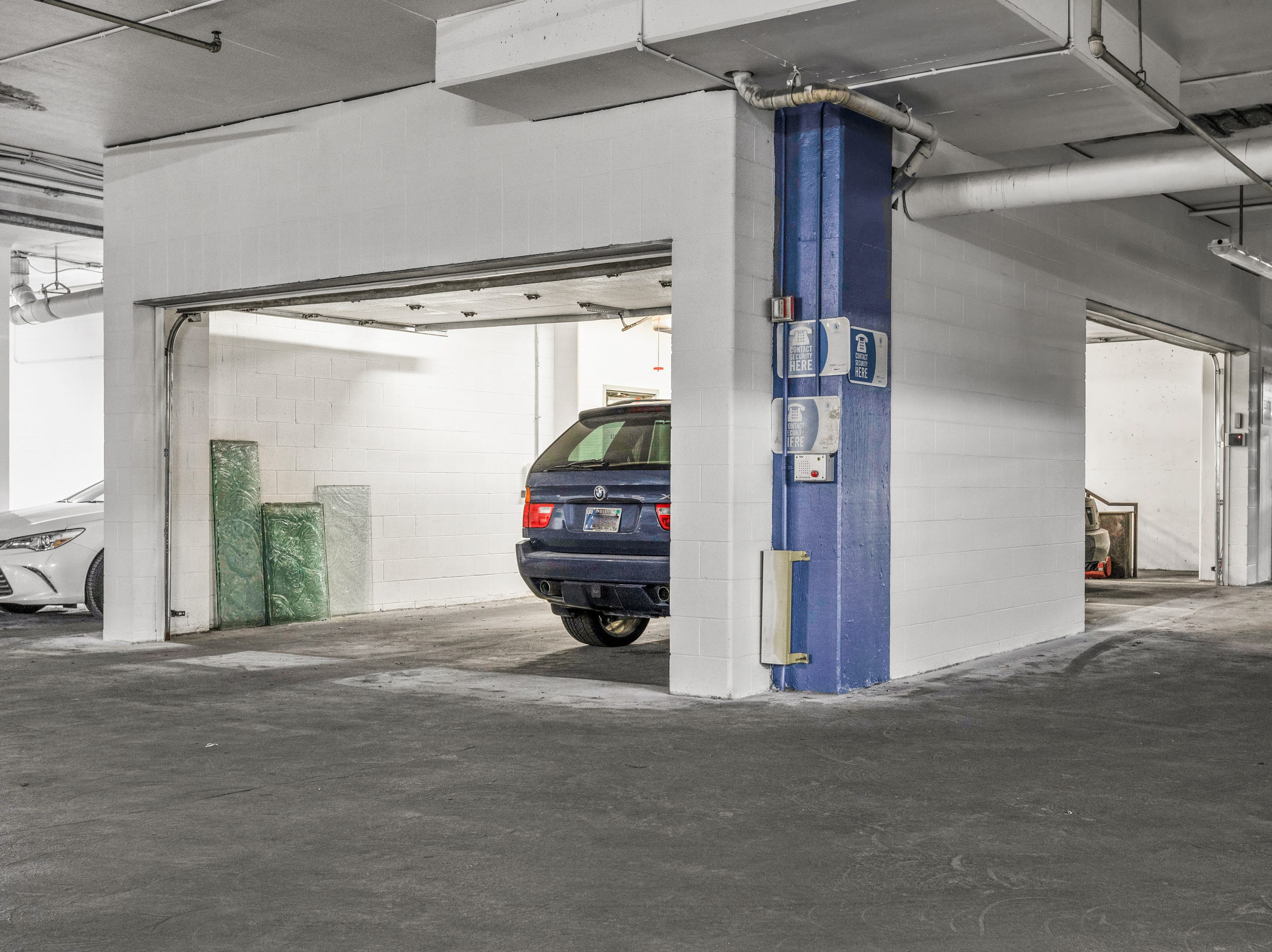 The residence comes with its own private garage in the underground mall garage.