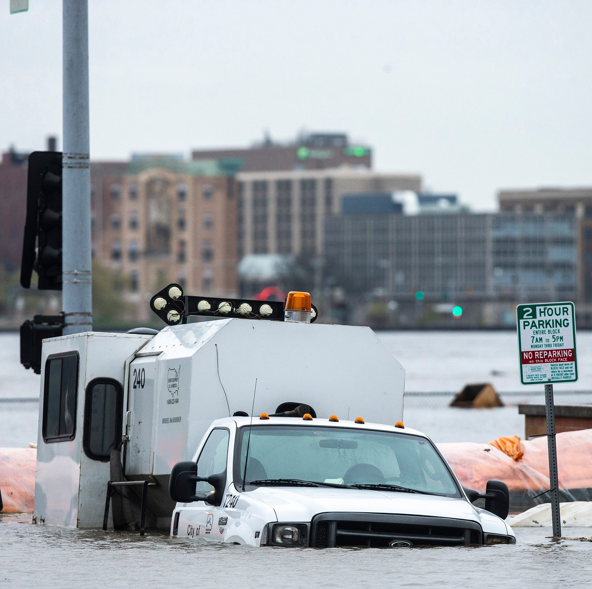 University of Iowa, LSU flood experts take on Mississippi River flooding