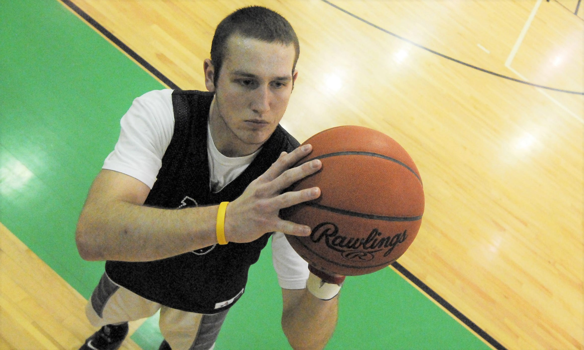 Clear Fork's Ridge Winand practices his jump shot during practice at Clear Fork High School in 2014.