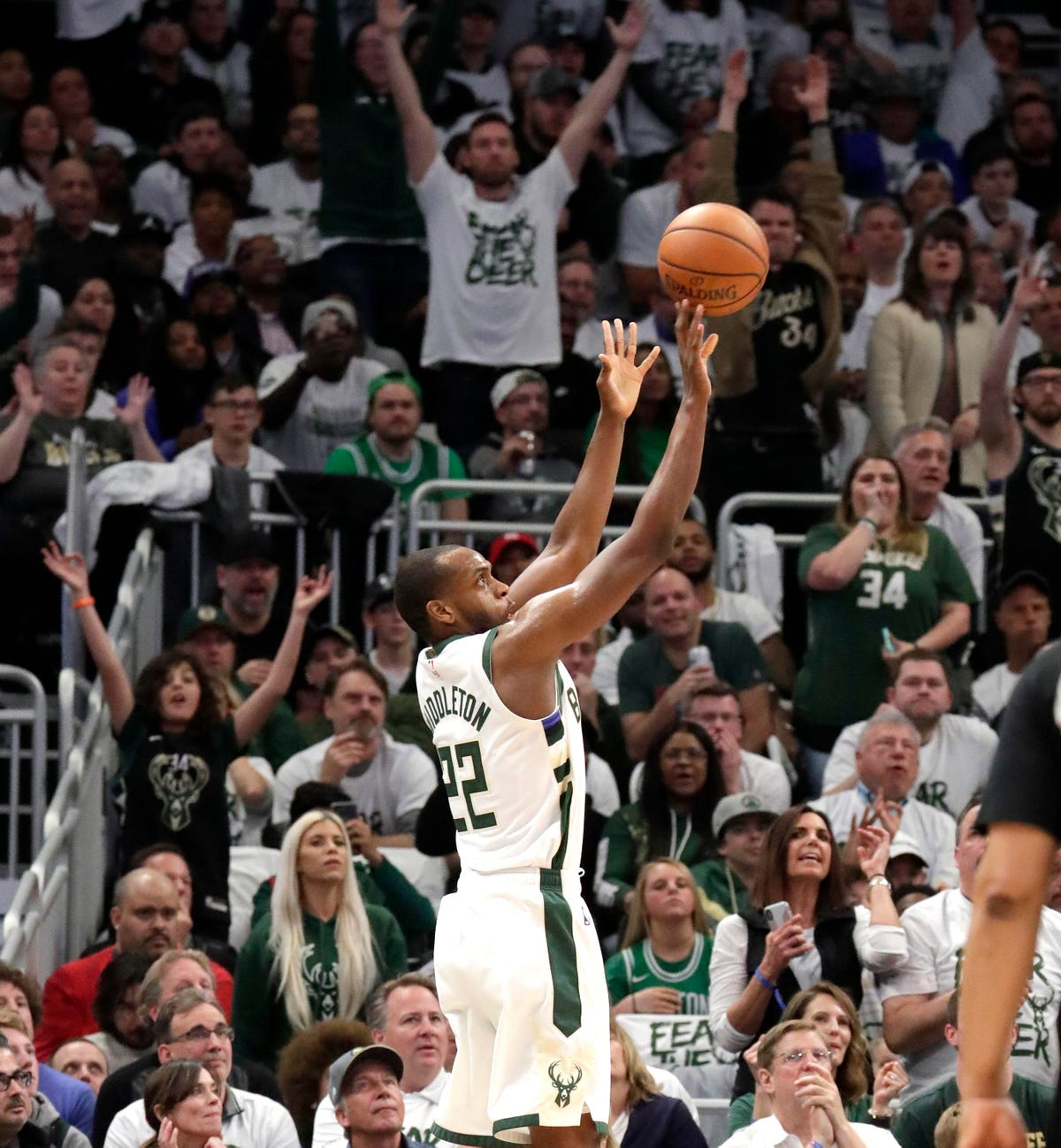 NBA playoffs: Bucks rout Celtics in Game 2 to tie series 1-1