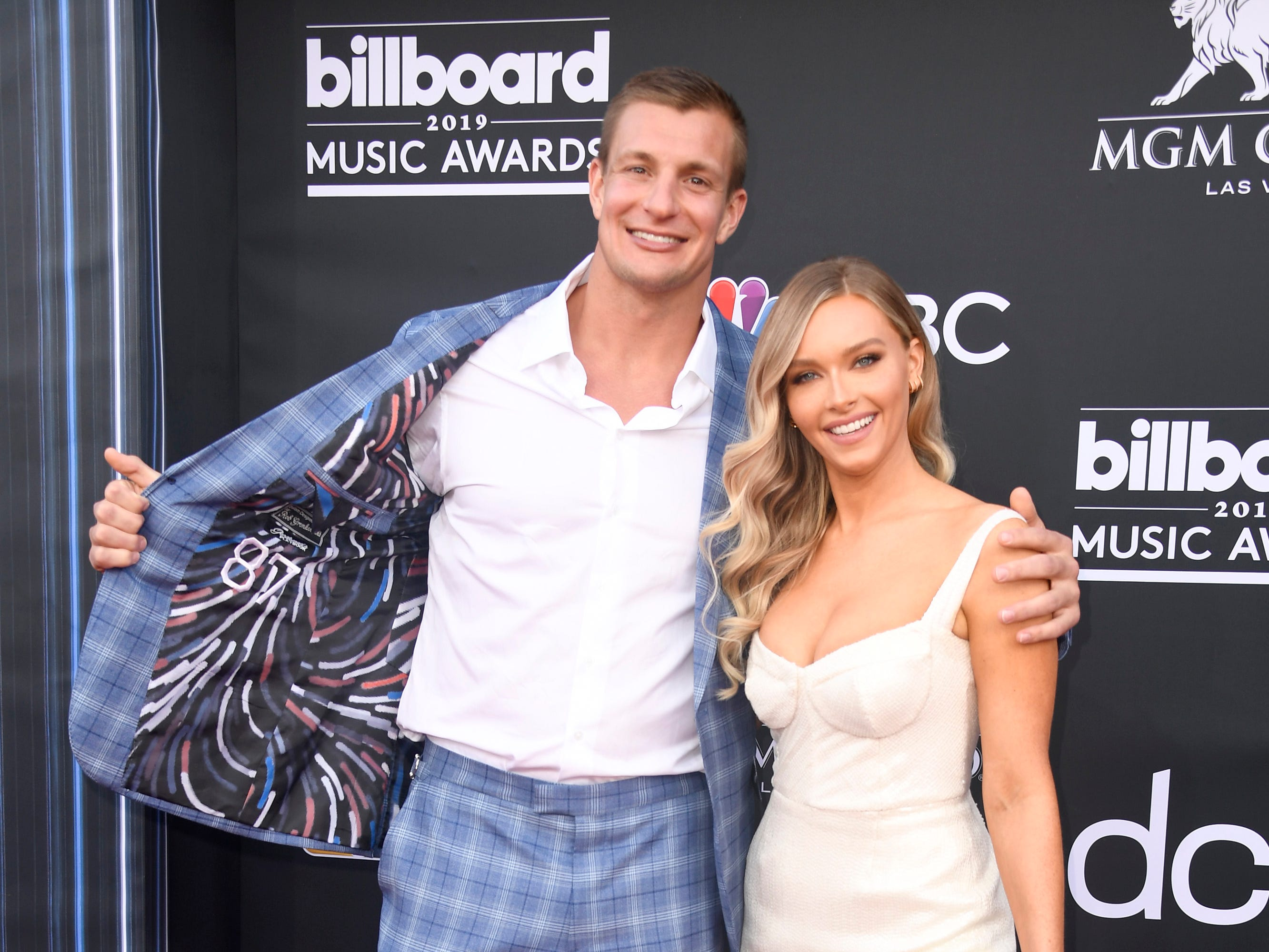 (L-R) Rob Gronkowski and Camille Kostek attend the 2019 Billboard Music Awards at MGM Grand Garden Arena on May 01, 2019 in Las Vegas, Nevada.