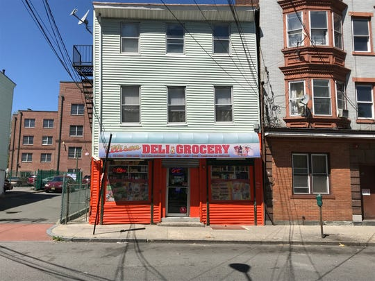 The bodega at 29 Ellison Street. The defendant is said to have changed clothes in the ally at left.