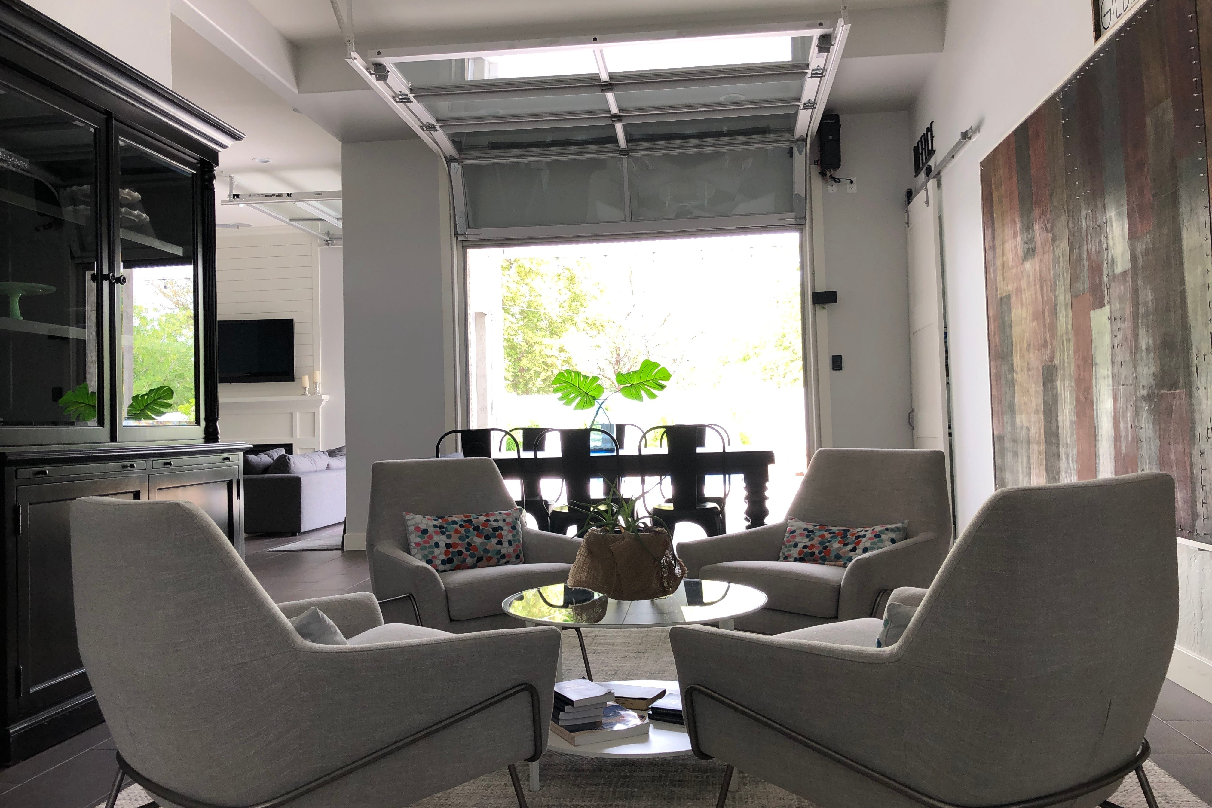 Delightful A Garage Door In The Living Room? Gilbert Mayoru0027s Home Creatively Opens Up  The Space