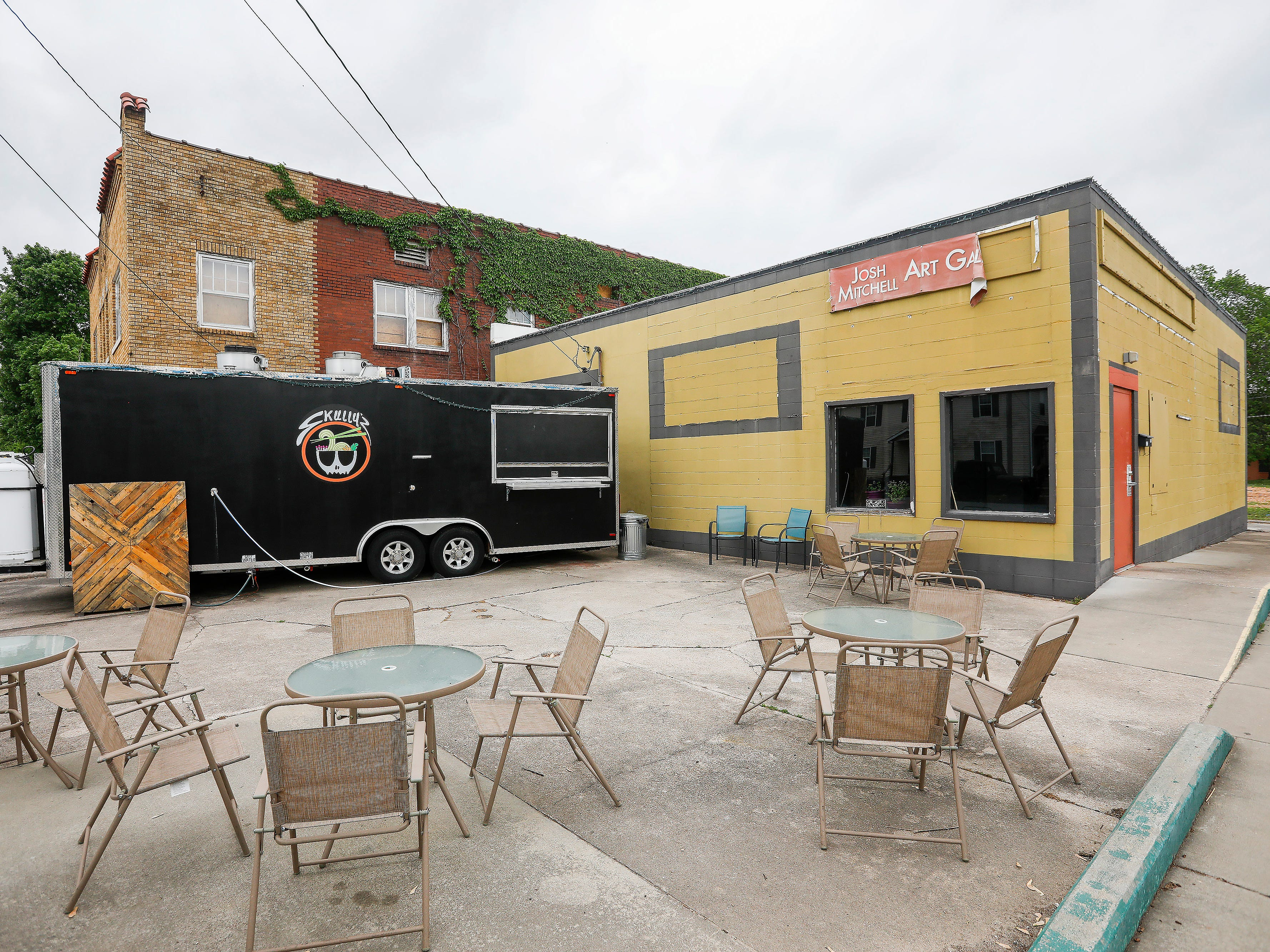 Skully's Food Truck will be moving into the former Josh Mitchell Art Gallery building at the corner of Cherry Street and Pickwick Avenue.