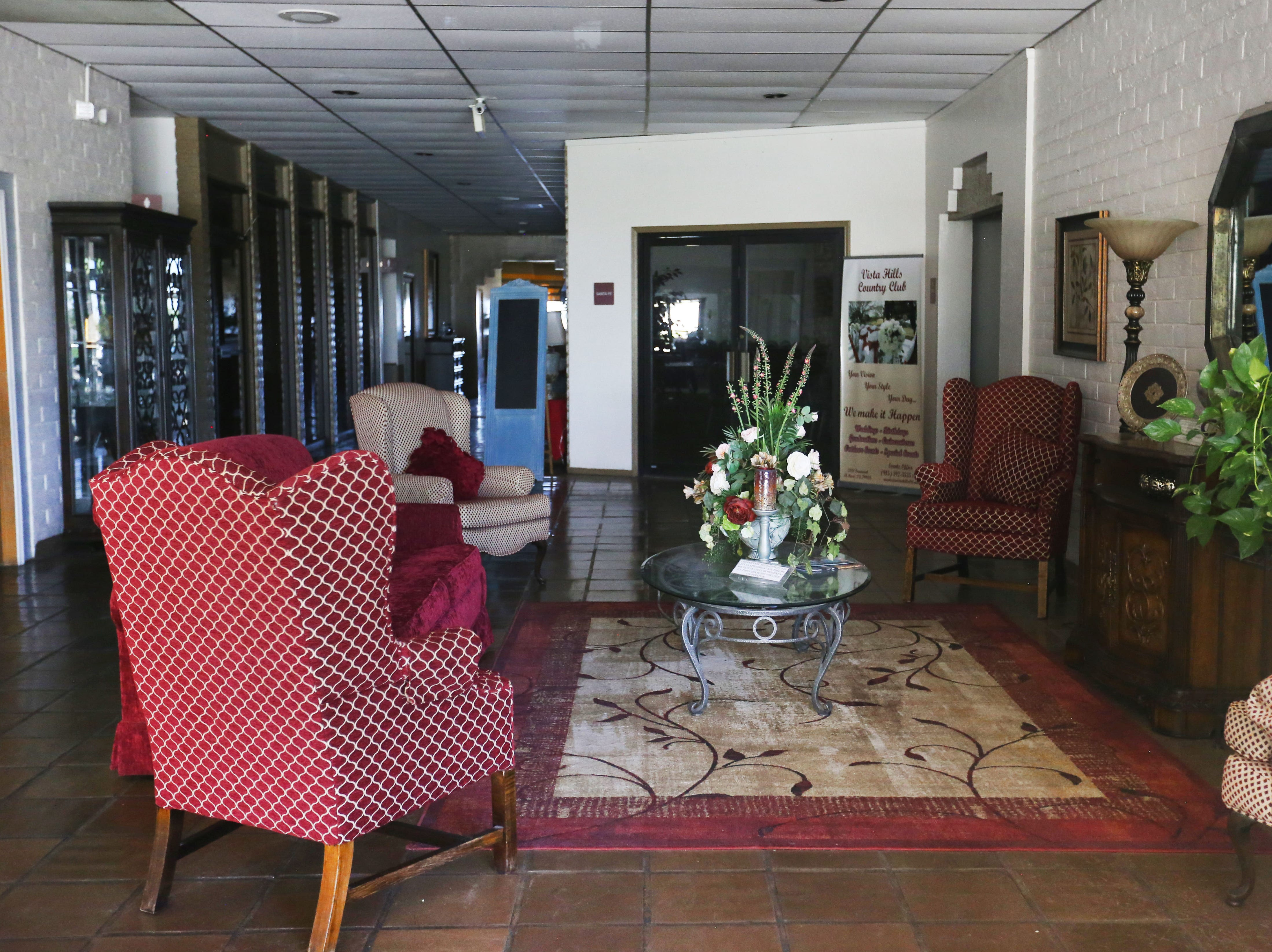 The entry way to Vista Hills Country Club sits vacant Wednesday, May 1, at 2210 Trawood Dr. in El Paso. The golf course closed Tuesday after 45Êyears of operation.