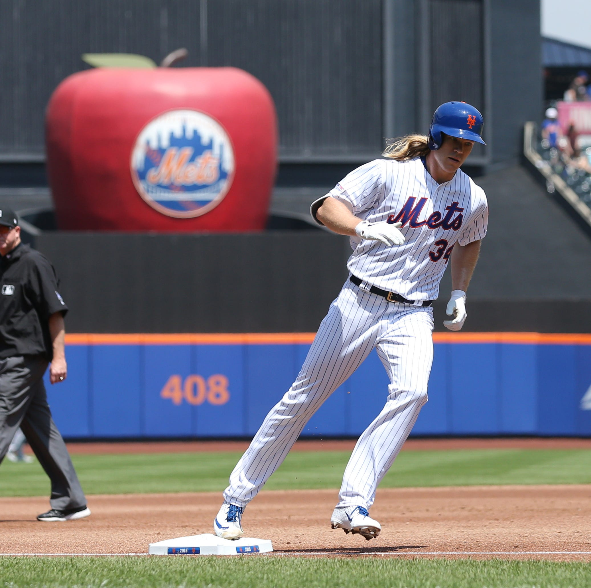 New York Mets' Syndergaard homers, pitches complete-game shutout to stop Cincinnati Reds
