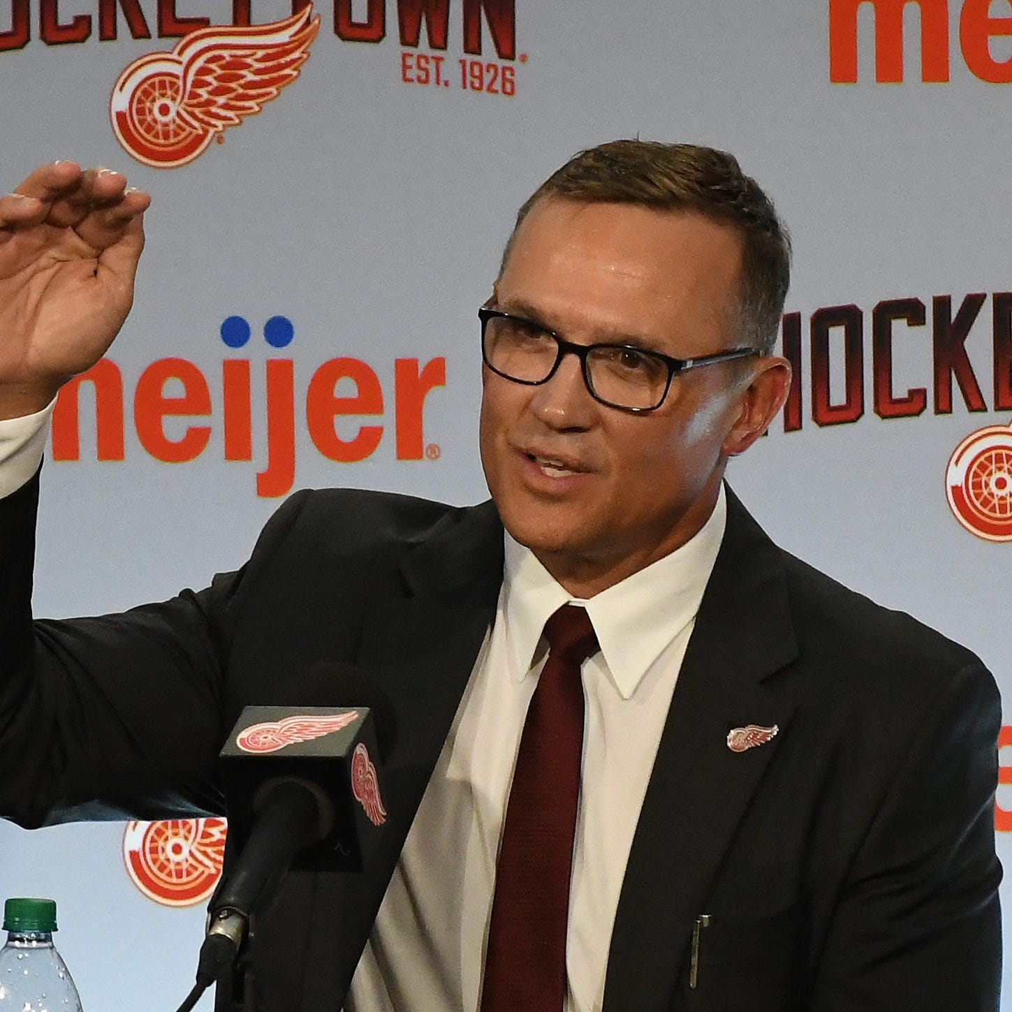 Steve Yzerman 'another great voice' for Red Wings, Jeff Blashill says