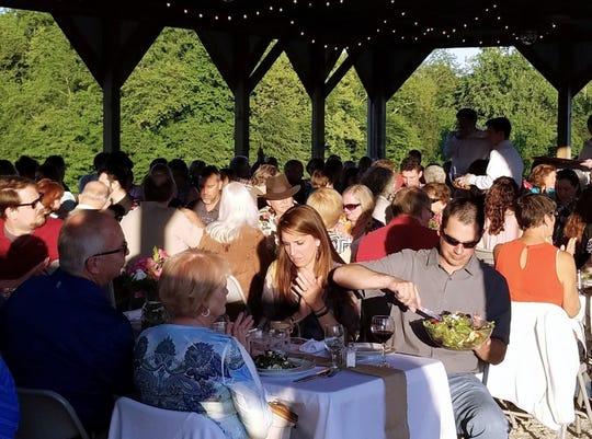 Diners at a 2018 Seton Harvest Twilight Dinner.