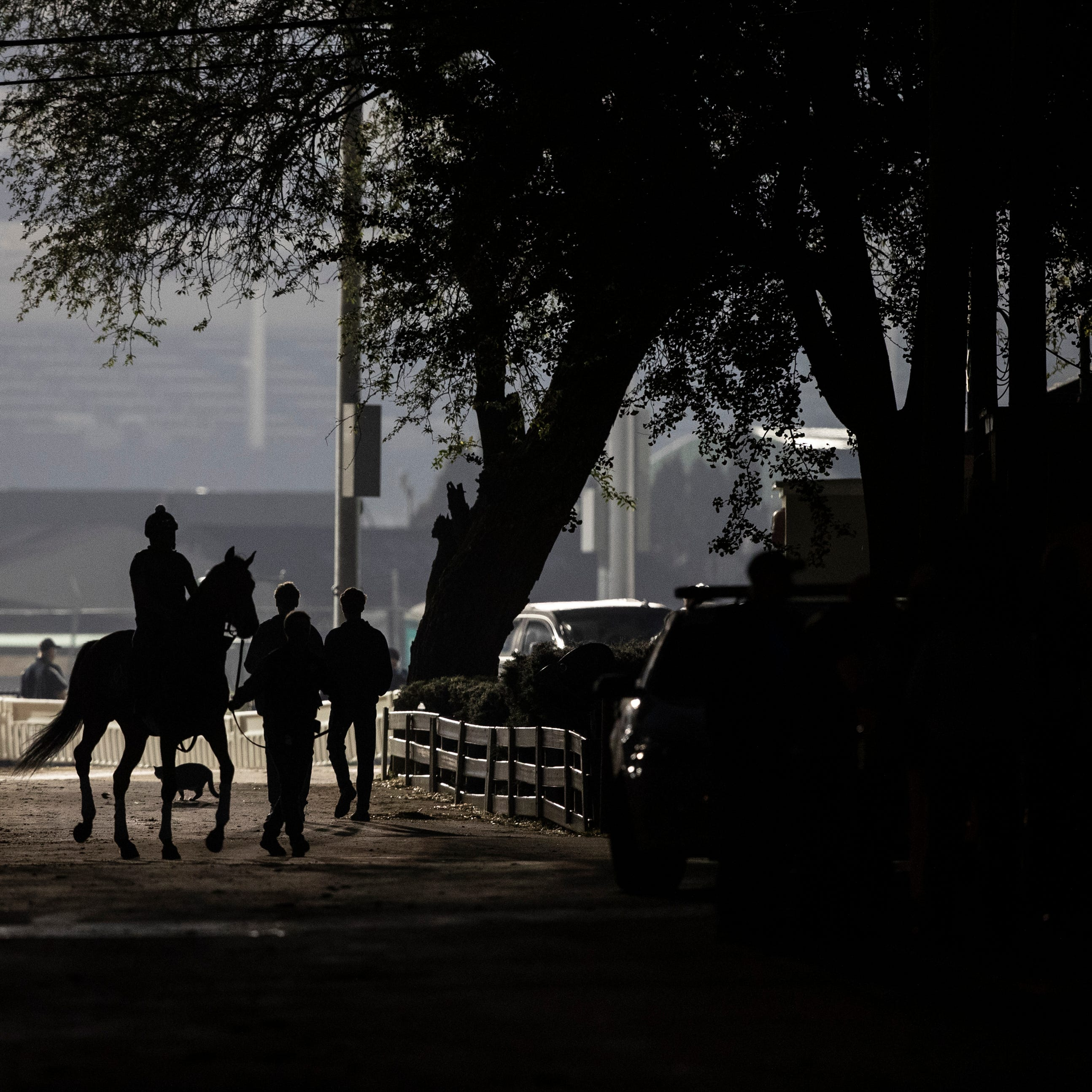 Rain starts off Kentucky Oaks Day, but skies will probably clear for races