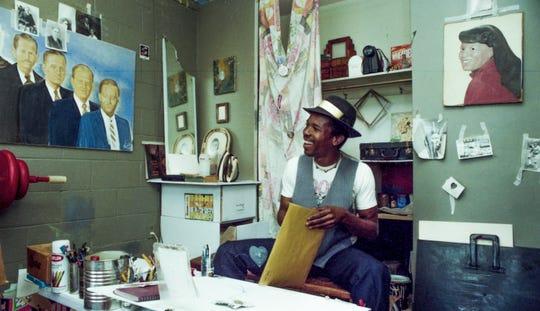 Montgomery artist Fishoe works in his studio in Montgomery, Ala., on February 28, 1992.
