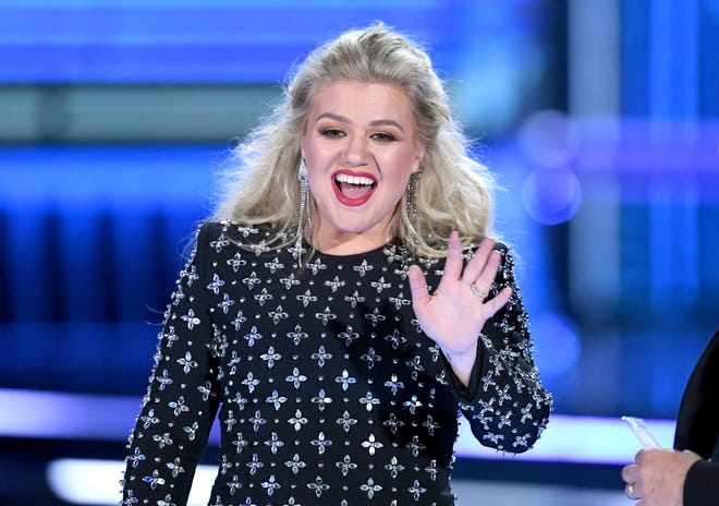 Host Kelly Clarkson speaks onstage during the 2019 Billboard Music Awards at MGM Grand Garden Arena on May 01, 2019 in Las Vegas, Nevada.
