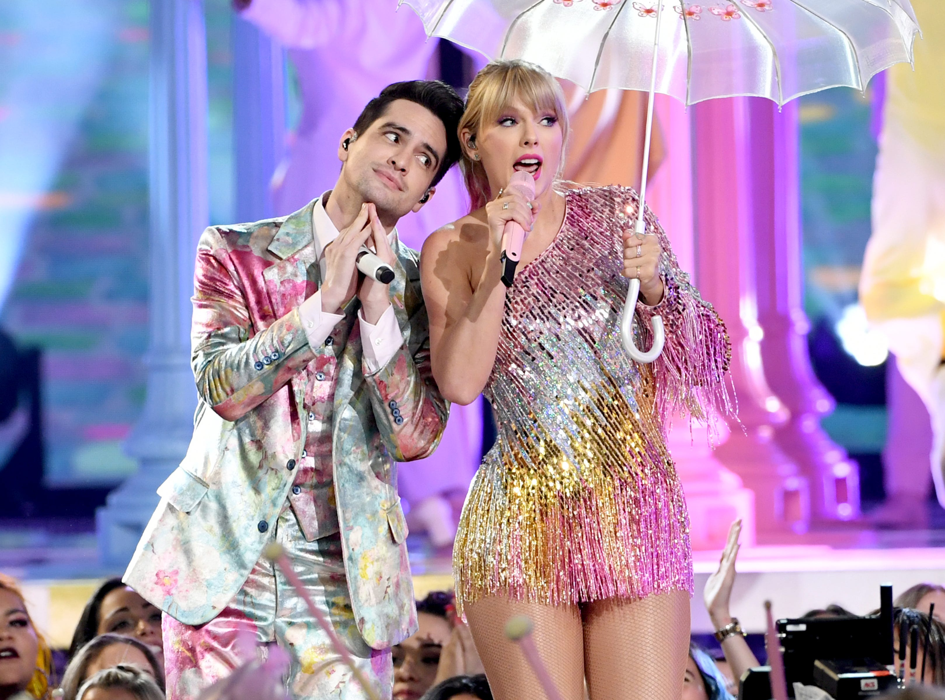 (L-R) Brendon Urie of Panic! at the Disco and Taylor Swift perform onstage during the 2019 Billboard Music Awards at MGM Grand Garden Arena on May 01, 2019 in Las Vegas, Nevada.