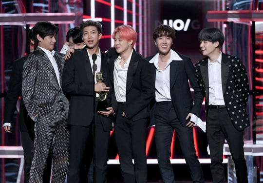 (L-R) J-Hope, Jimin, Jin, RM, and V of BTS accept the Top Duo/Group award onstage during the 2019 Billboard Music Awards at MGM Grand Garden Arena on May 01, 2019 in Las Vegas, Nevada.