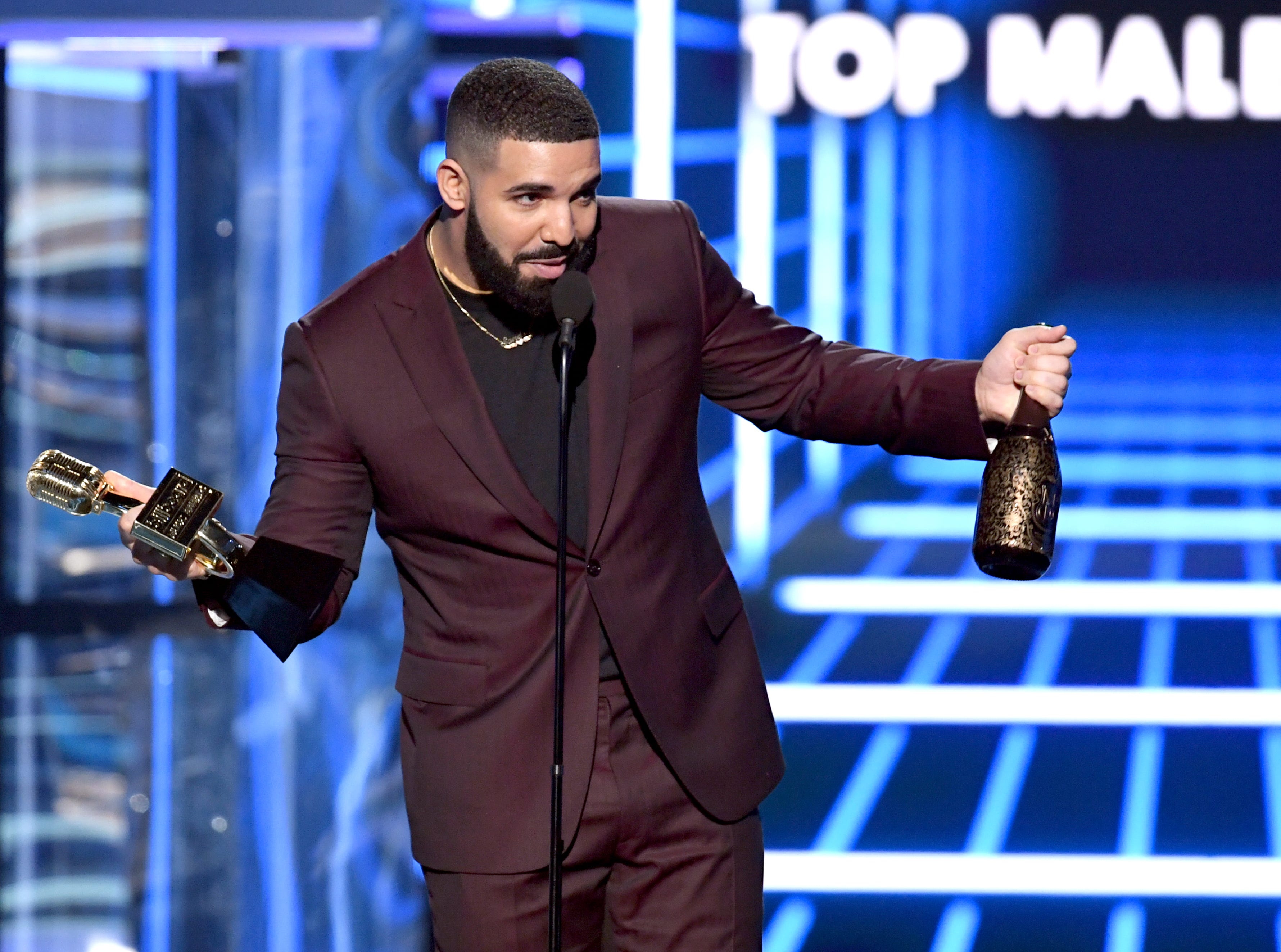 Drake accepts the Top Male Artist award  onstage during the 2019 Billboard Music Awards at MGM Grand Garden Arena on May 01, 2019 in Las Vegas, Nevada.
