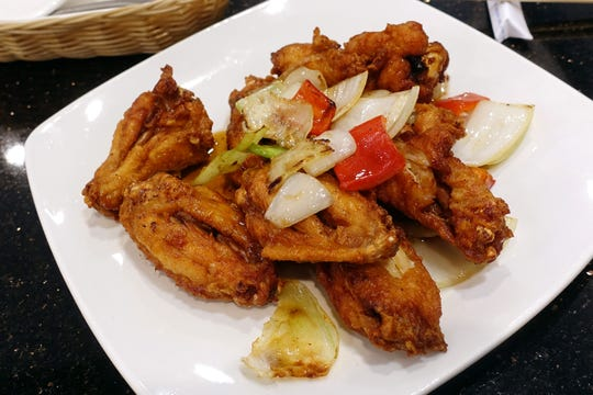 Canh ga chien nuoc mam (fish sauce fried chicken wings) at Pho Winglee in Mesa, AZ.