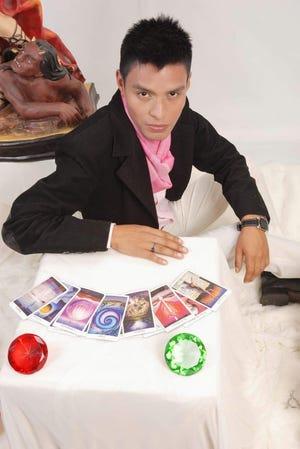 Óscar esta considerado como el mejor vidente de Perú.