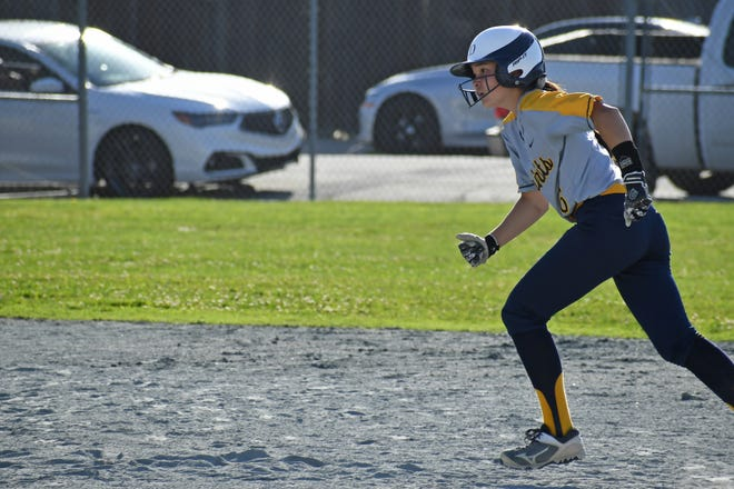 Notre Dame left fielder Victoria Rey (6) runs from second base to third.