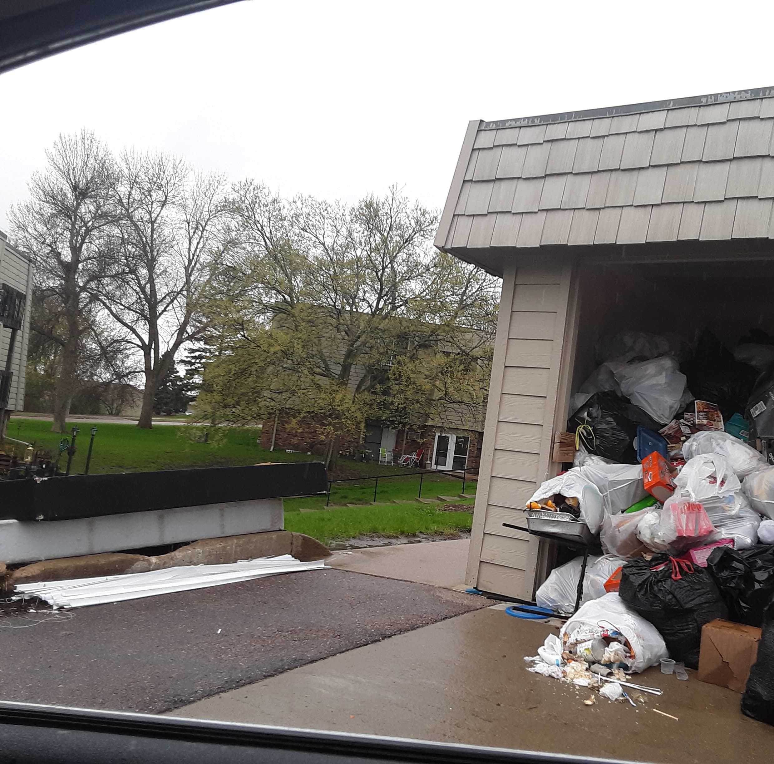 New owner of Sioux Falls apartment complexes hit with garbage, service complaints