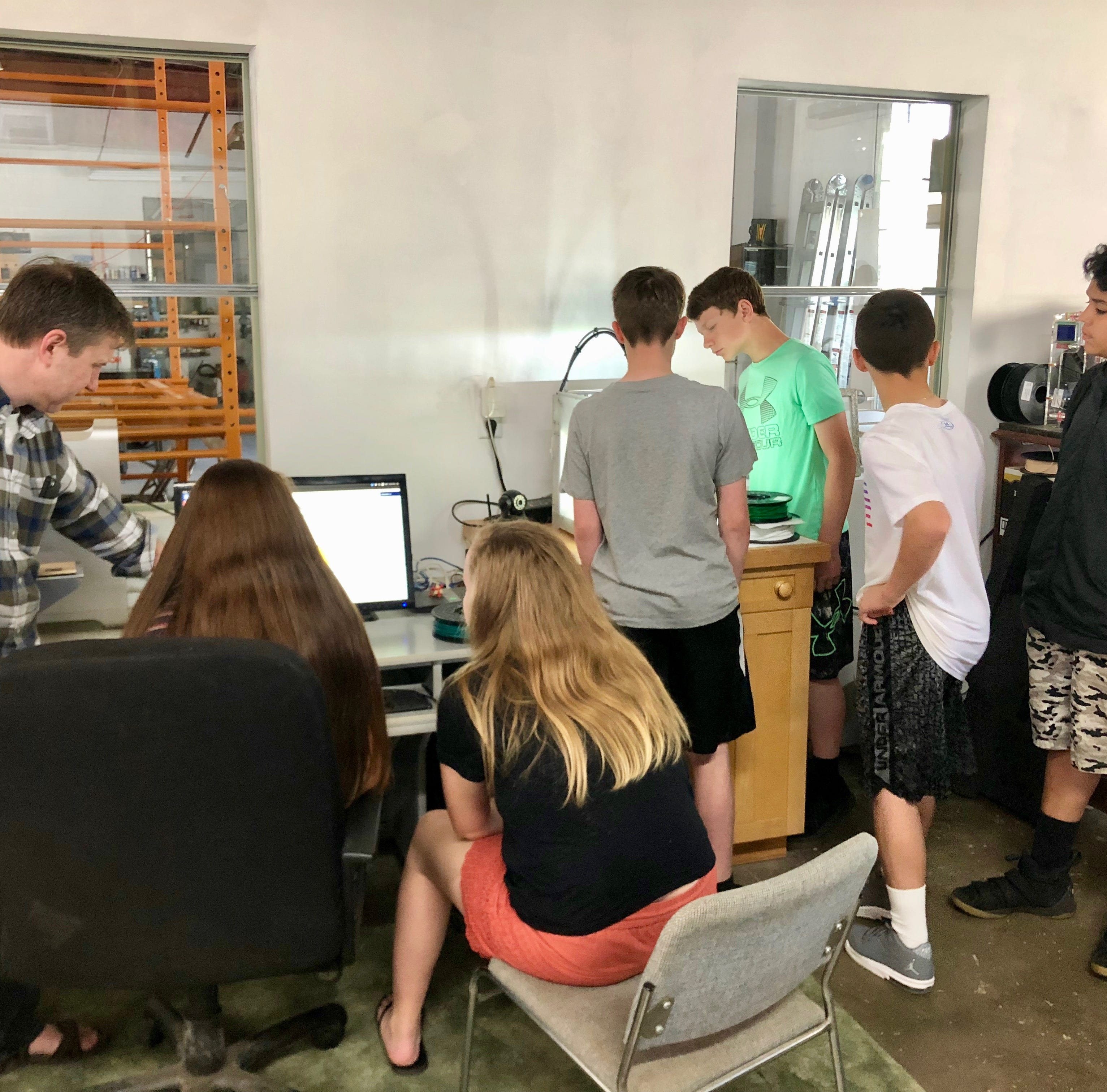 Middle schoolers 3D-printing prosthetic hands for people in need