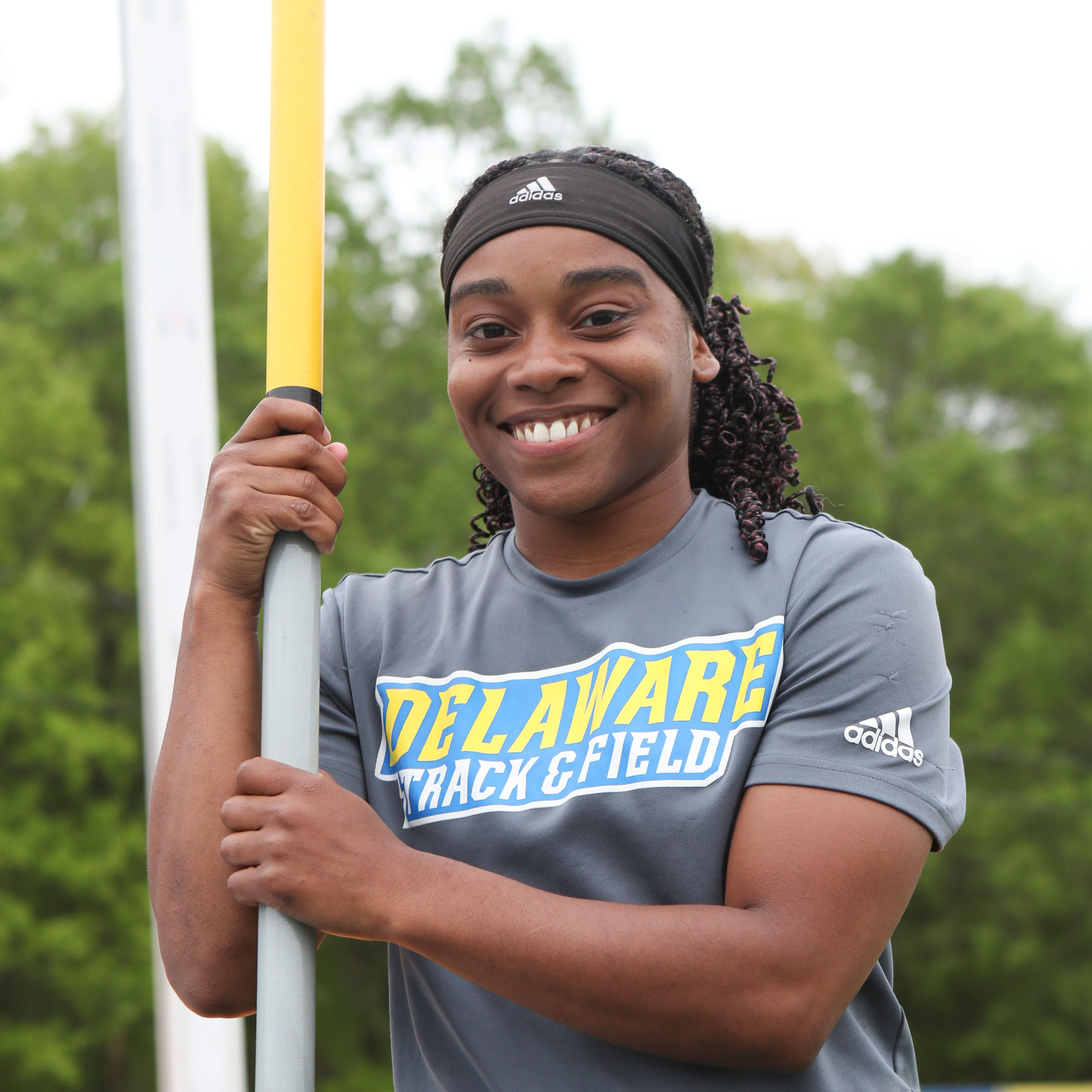 Driven by inspirational hero, Delaware pole vault star soars, shatters records