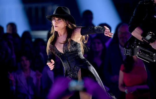 Paula Abdul -- and her very dangerous hat -- at the 2019 BBMAs.