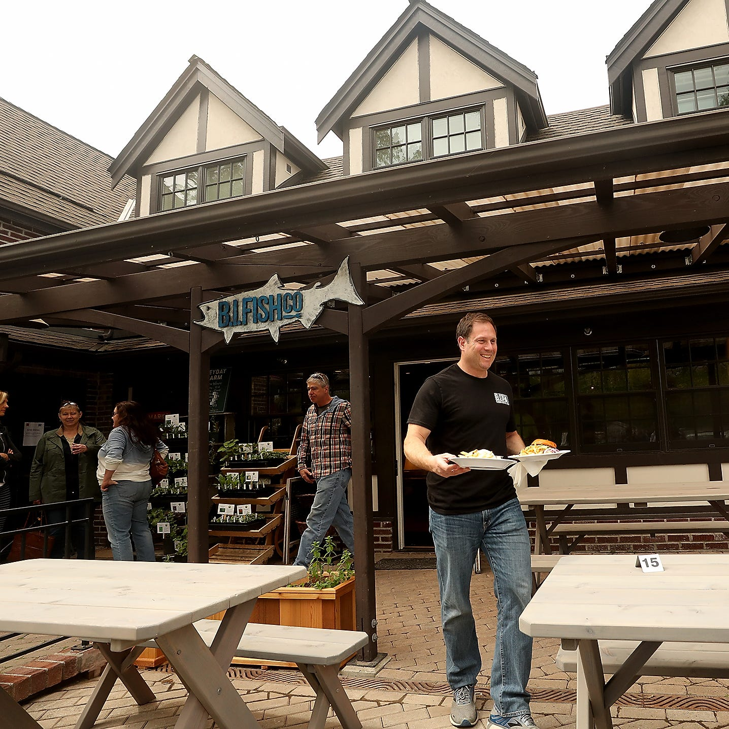 Heyday Farm owners open new seafood restaurant in Bainbridge Island's Lynwood Center
