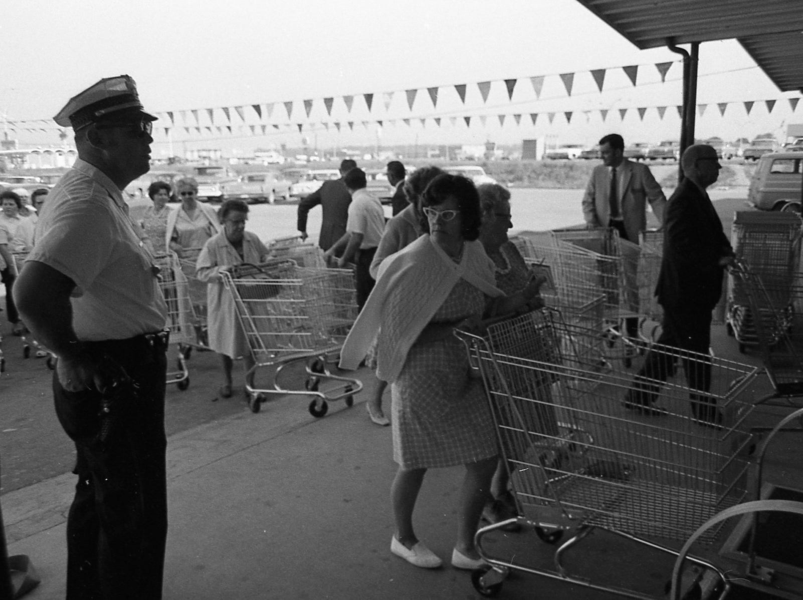 In May 1970, the new Kroger opened up in Chillicothe Plaza.