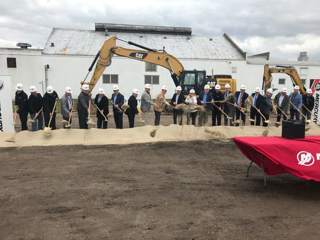 Mercury leadership and staff gathered with local and state leaders on May 3, 2019 to break ground on the 30,000-square-foot expansion of Mercury Marine Plant 98 Propeller Plant.