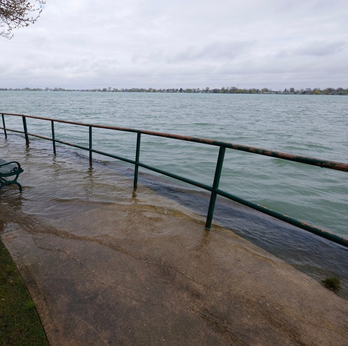 Localized flooding expected along shoreline tonight