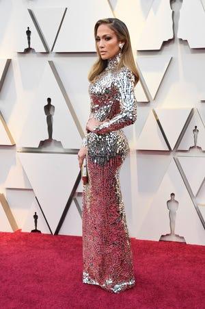 Jennifer Lopez attends the 2019 Oscars.
