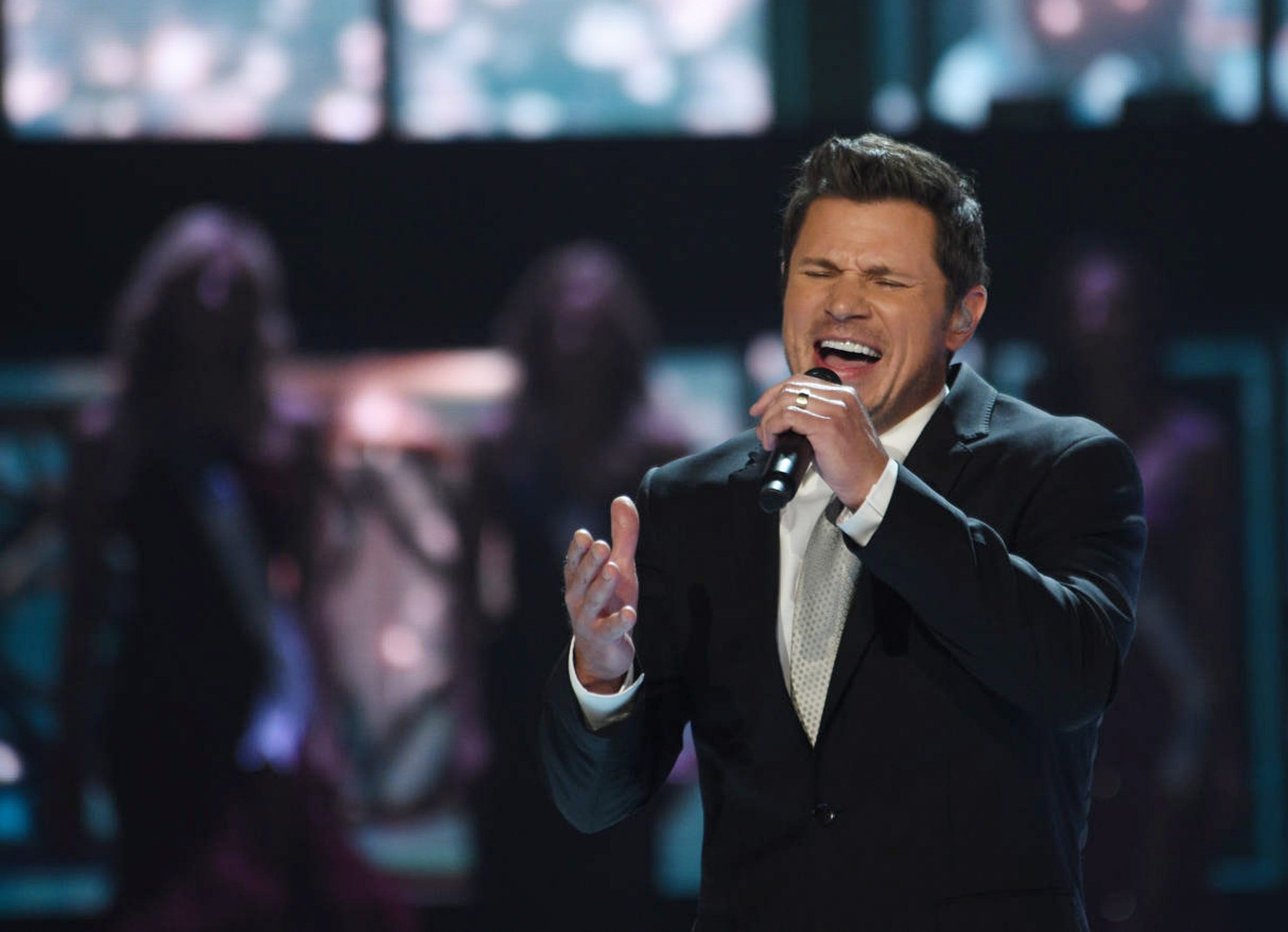 Co-host Nick Lachey sings during Miss USA 2019.