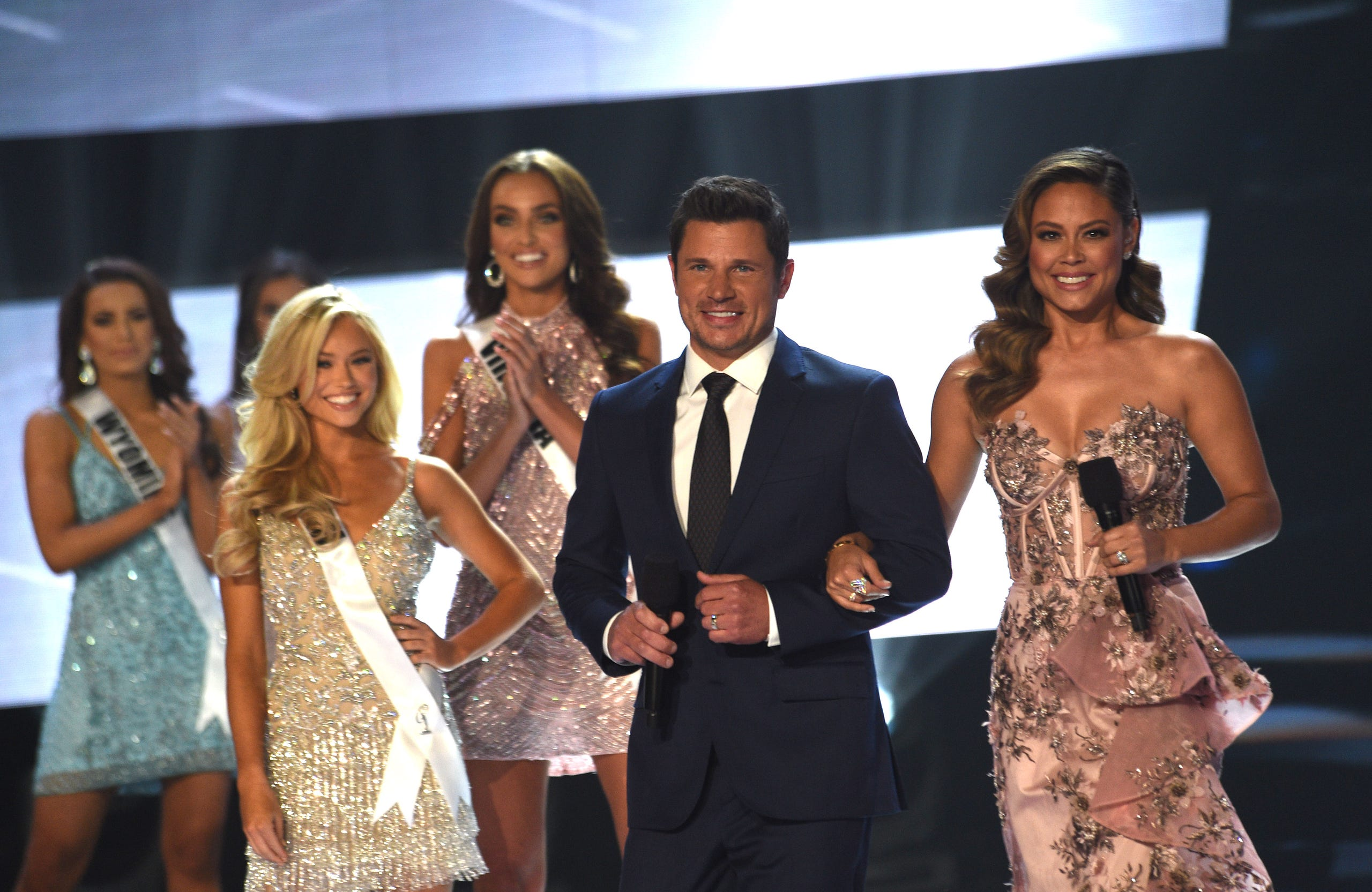 Vanessa and Nick Lachey co-host Miss USA 2019.