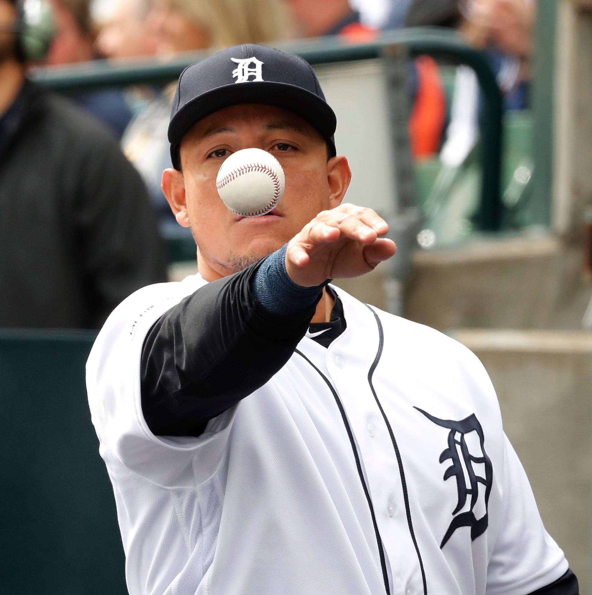 Miguel Cabrera scoffs at power outage: 'You know who's hitting behind me?'
