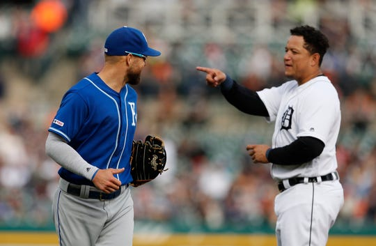 Royals left fielder Alex Gordon, left, talks with Detroit Tigers first baseman Miguel Cabrera during the fifth inning.