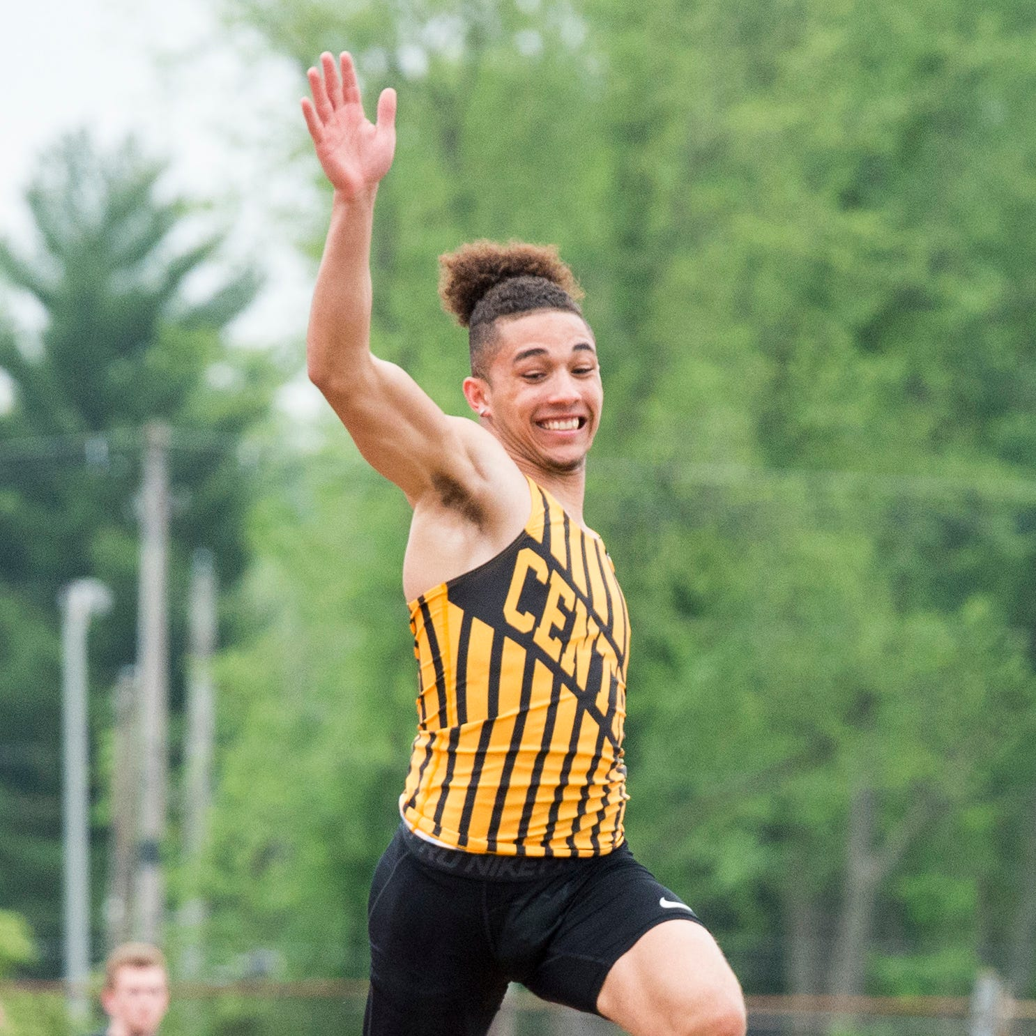 Central's Stewart sets SIAC record, Castle captures boys' title; Memorial girls win