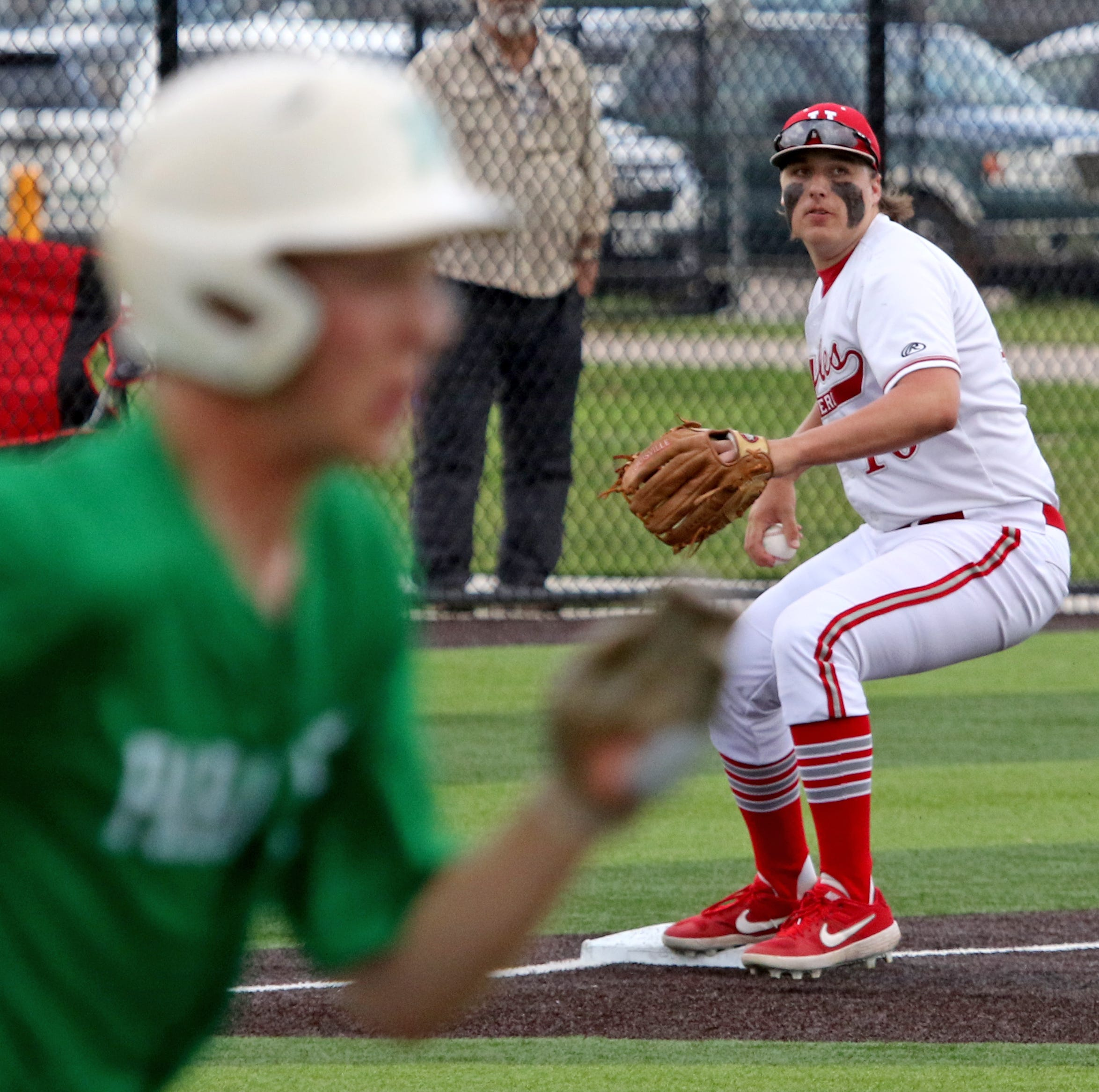 Baseball roundup: Holliday rallies to beat Paradise; Windthorst sweeps Poolville