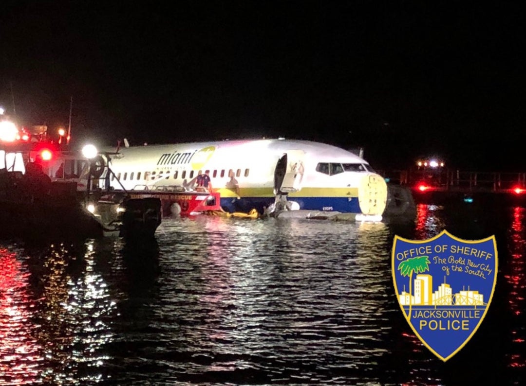 IMG BOEING 737 Skids off Runway into Florida River
