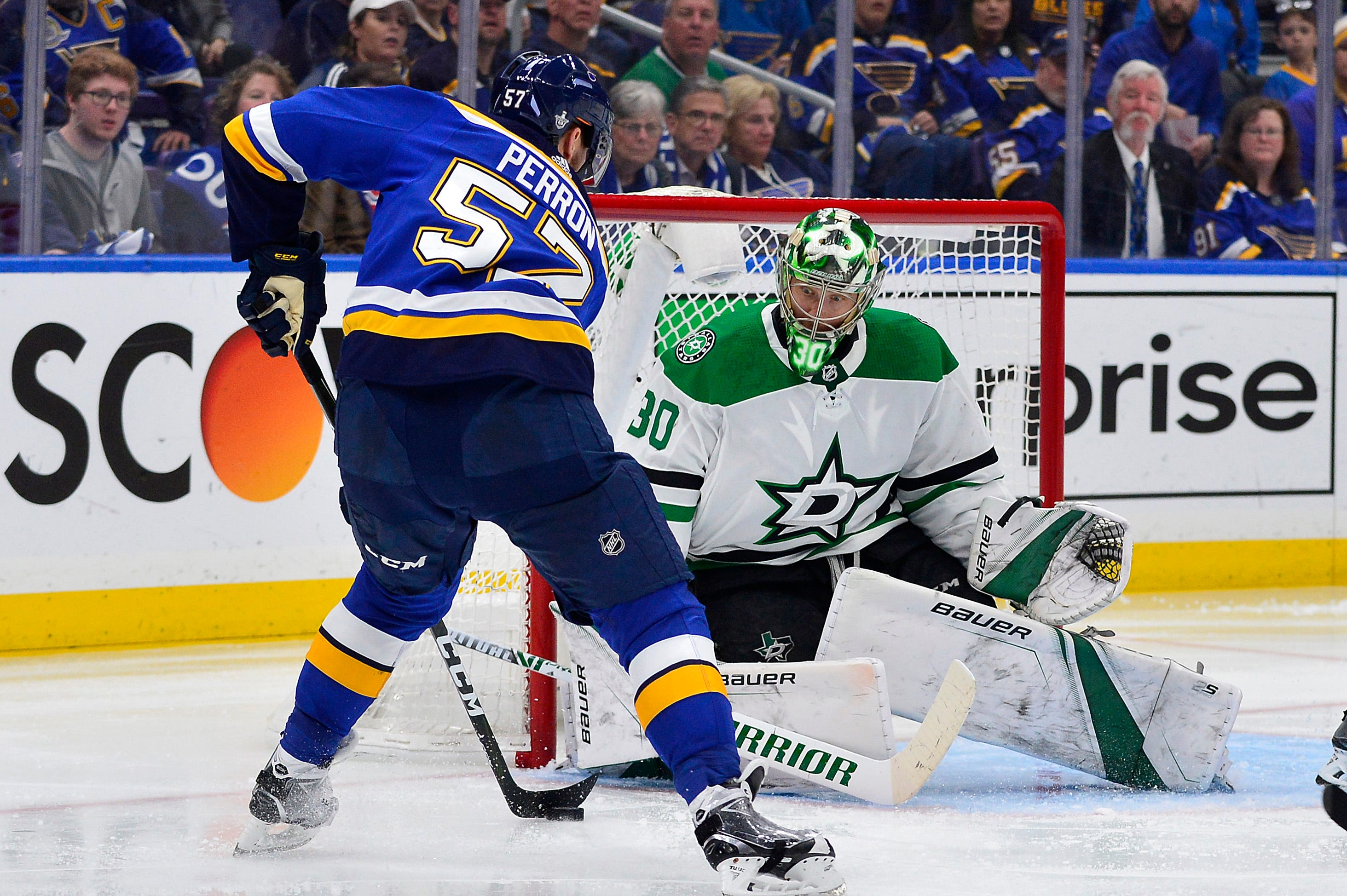 Stars' Ben Bishop more than makes up for bad goal in 2-1 victory against Blues