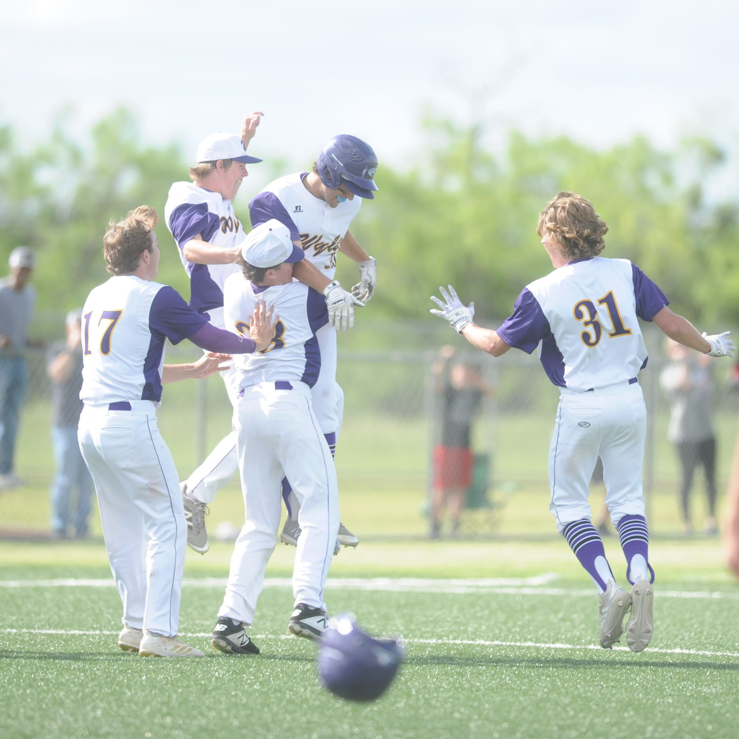 Jaxon Hansen delivers two-out walk-off in extras to send Wylie baseball to area round