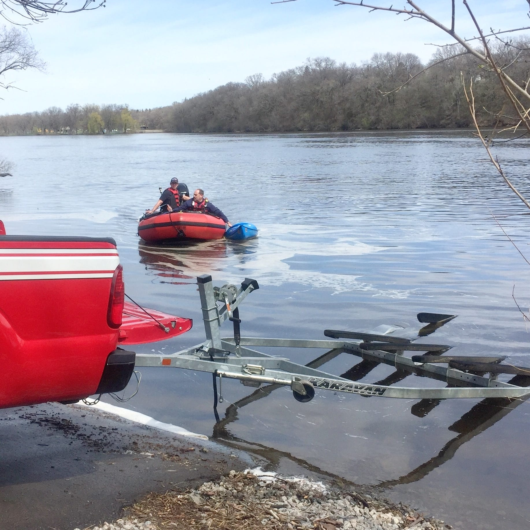 2 kayakers accounted for after tipping over in Mississippi