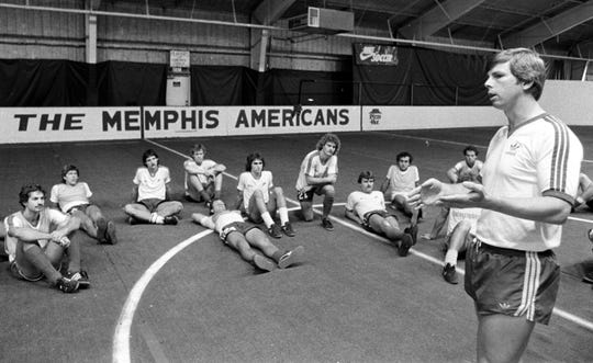 Kyle Rote Jr., former coach and general manager of the Memphis Americans, speaks to the team during a practice in October 1983.