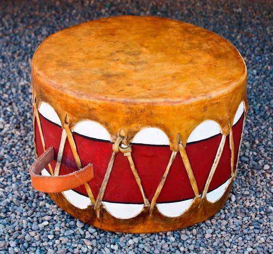 A one-handle pueblo drum
