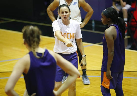 Phoenix Mercury head coach Sandy Brondello instructs her players during training camp in Phoenix May 5, 2019.