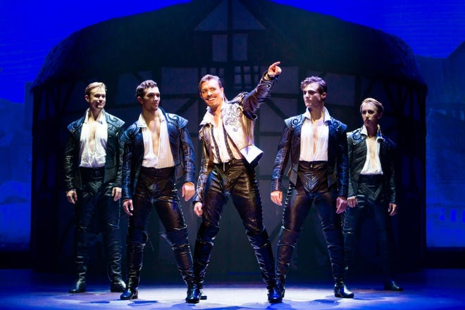"""Matthew Baker brings haughty flair to his role as Shakespeare in the national tour of """"Something Rotten!"""""""