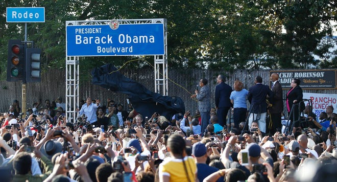 Los Angeles City Council President Herb Wesson,  Mayor Eric Garcetti, State Senator Maria Elena Durazo, Los Angeles County Supervisor Mark Ridley-Thomas and Los Angeles Urban League President and CEO Matthew Lawson, unveil the Obama Boulevard sign in Los Angeles, May 4, 2019.