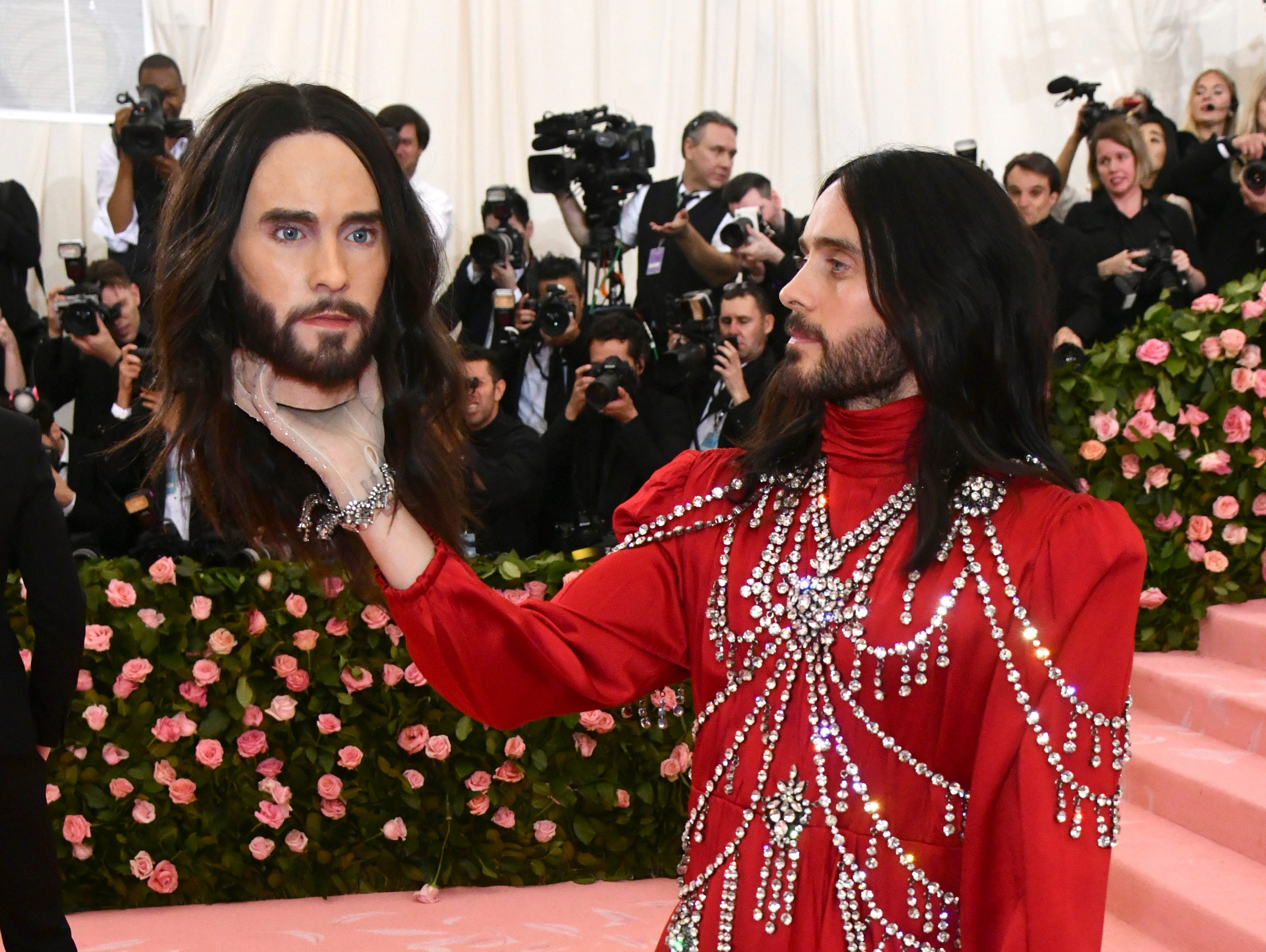 """Jared Leto, holding a model of his own head, attends The Metropolitan Museum of Art's Costume Institute benefit gala celebrating the opening of the """"Camp: Notes on Fashion"""" exhibition on Monday, May 6, 2019, in New York. (Photo by Charles Sykes/Invision/AP) ORG XMIT: NYJW224"""