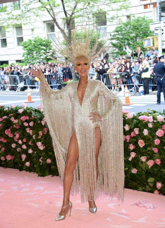 Celine Dion's Met Gala look weighed a whopping 22 pounds.